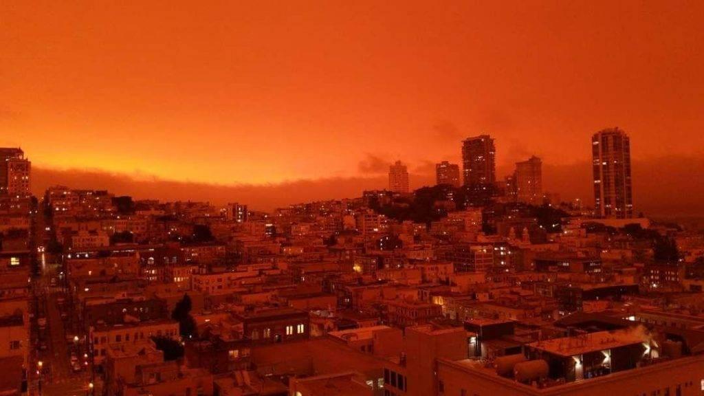 تحول السماء الى اللون الاحمر في احدى ولايات امريكا