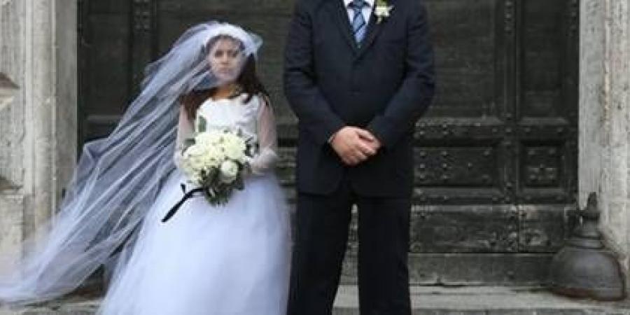 لحماية ابنتها من زواج القاصرات.. امرأة يمنية تعبر 8 دول وصحراء هروبا لبريطانيا