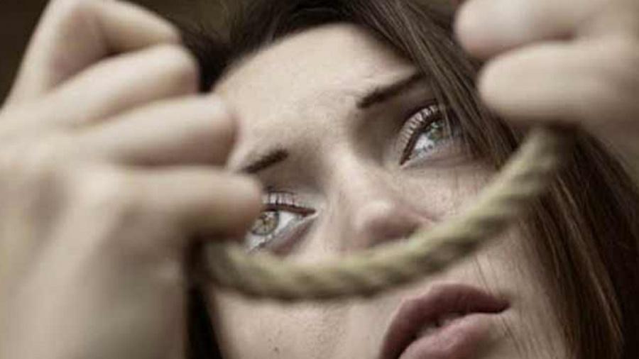 في يوم المرأة: النساءُ تُقتلُ أم تنتحر في بلادنا