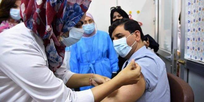 مدير عام صحة الكرخ يتلقى الجرعة الثانية من اللقاح الصيني (سينوفارم)